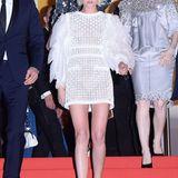 Abgelatschte Turnschuhe statt High Heels! Auf dem Rückweg vom Kinosaal ist Kristen Stewart der Dresscode dann vollends egal.