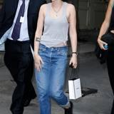 Ihren lässigen Tomboy-Look präsentiert Kristen Stewart auch bei eleganten Fashion-Events wie der Chanel-Show auf der Pariser Fashion Week.