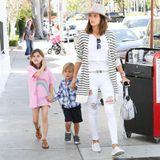 29. März 2016: Alessandra Ambrosio ist mit ihren Kindern Anja und Noah unterwegs zum Lunch in Beverly Hills.