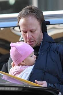 19. März 2014: Ian Ziering schützt seine kleine Tochter Penna mit Mütze und seiner Jacke vor der New Yorker Kälte.