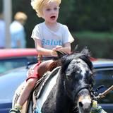 26. Mai 2014: Liev Schreiber lässt seinen Sohn Sam auf dem Bauernmarkt auf einem Pony reiten.