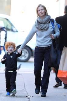 9. März 2015: Cynthia Nixon holt ihren Sohn Max zu Fuß aus der Schule ab.