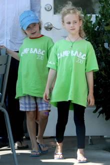 13. August 2013: Die Zwillingsmädchen von Marcia Cross, Eden und Savannah, sind mit ihrer Nanny auf dem Weg zum Sommercamp in Los Angeles.