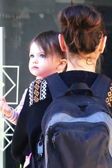 18. Dezember 2015: Auch wenn die kleine Wyatt bereits vor einigen Monaten während der Flitterwochen ihrer Eltern ihre erste Schritte an der Hand von Ashton Kutcher im Yosemite-Nationalpark machte, fühlt sie sich auf dem Arm von Mama Mila Kunis immer noch am wohlsten. Allzu lange wird sie das Umhertragen aber sicherlich nicht mehr genießen können. Schließlich ist sie seit ihrem ersten Geburtstag gewaltig gewachsen.