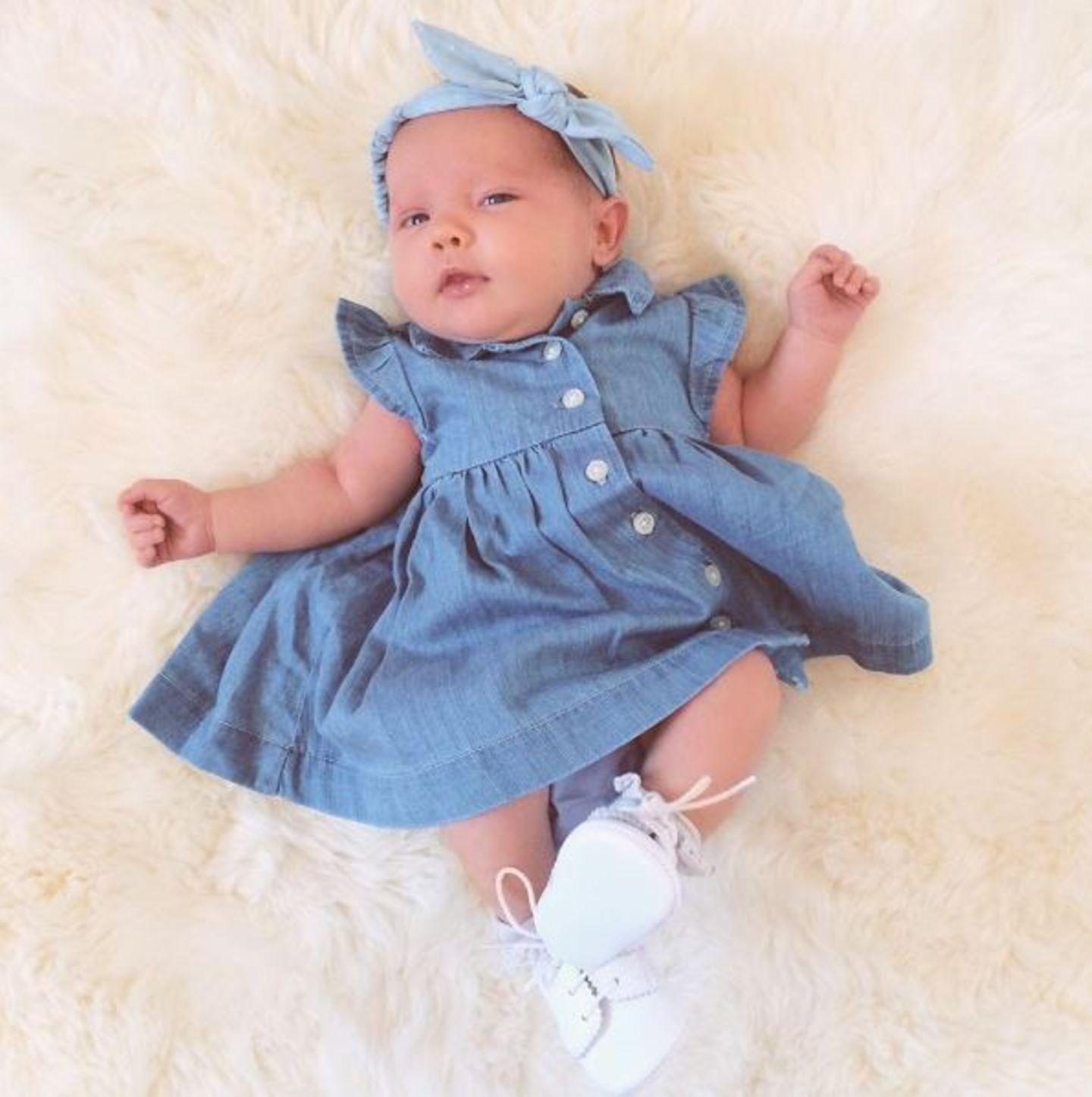 23. April 2015: Coco Rocha zeigt dieses süße Bild ihrer Tochter Ioni James auf Twitter.