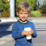 23. Januar 2015: Tennessee James Toth freut sich über sein leckeres Getränk welches ihm Mama Reese Witherspoon gekauft hat.
