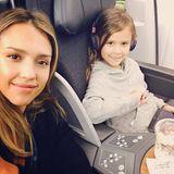 """9. Dezember 2014: Mama Jessica Alba und Honor haben """"Qualitytime"""" in den Lüften."""