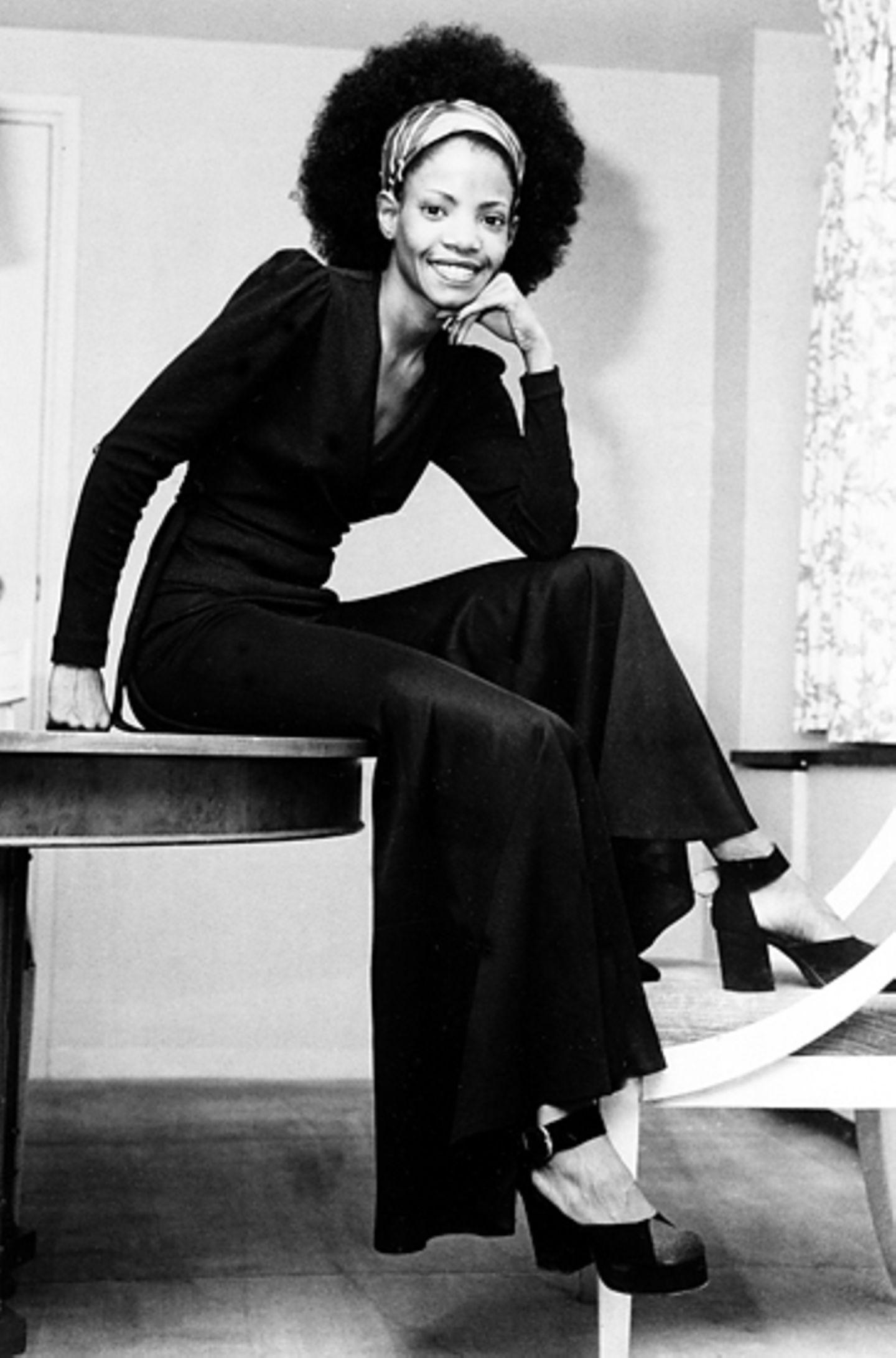 Die Sängerin und Schauspielerin Melba Moore präsentiert schon 1972 einen modsichen Afro.