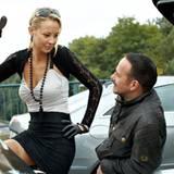 """Oktober 2010: Alessandra Pocher übernimmt eine Gastrolle in """"Alarm für Kobra 11"""" und geht mit der Polizei auf Flirtkurs."""