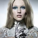 Make-Up-Artist Armin Morbach setzt auf kühle, metalische Farben um Topmodel Toni Garrn zu inszinieren.