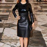 In ihrem schmalgeschnittenen Lederkleid von Bottega Veneta zieht Salma Hayek vor der Kulisse der venezianischen Abendsonne alle Blicke auf sich.