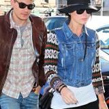 """Im März 2013 ist es zum zweiten Mal vorbei: Katy Perry und John Mayer sollen sich erneut getrennt haben. Doch gleichzeitig sagen Insider: """"Noch ist nicht aller Tage Abend. Man muss abwarten, wie sich die Dinge ergeben."""" Und tatsächlich: Im Juni 2013 zeigen sich die beiden wieder verliebt als Paar. Dass John Mayer ein Faible für On/Off-Beziehungen hat, hat er bereits mit Jennifer Aniston bewiesen. Die erste Trennung von der Popsängerin Katy Perry gab es im Sommer 2012, die Versöhnung folgte sofort im Herbst."""