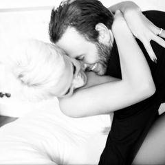 März 2014  Pamela Anderson zeigt sich glrücklich auf ihren Twitterprofil mit Wieder-Ehemann Rick Salomon.