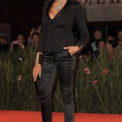Die Gastgeberin der Festspiele Maria Grazia Cucinotta schaut sich die Premiere von ''La Doppia Ora'' an.
