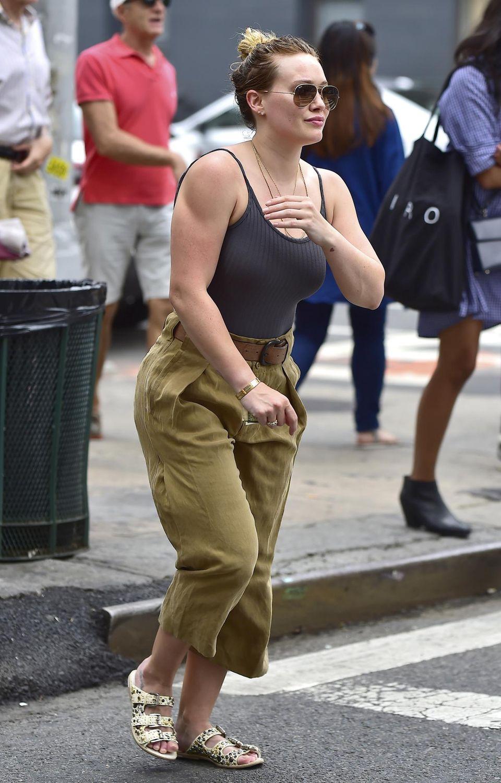 Hilary Duff hat ja ganz schön muskulöse Oberarme! Ihr wird nachgesagt, dass sie ein Verhältnis mit ihrem Trainer haben soll. Das könnte auch der Grund sein, warum sie so viele Stunden in der Muckibude verbringt.