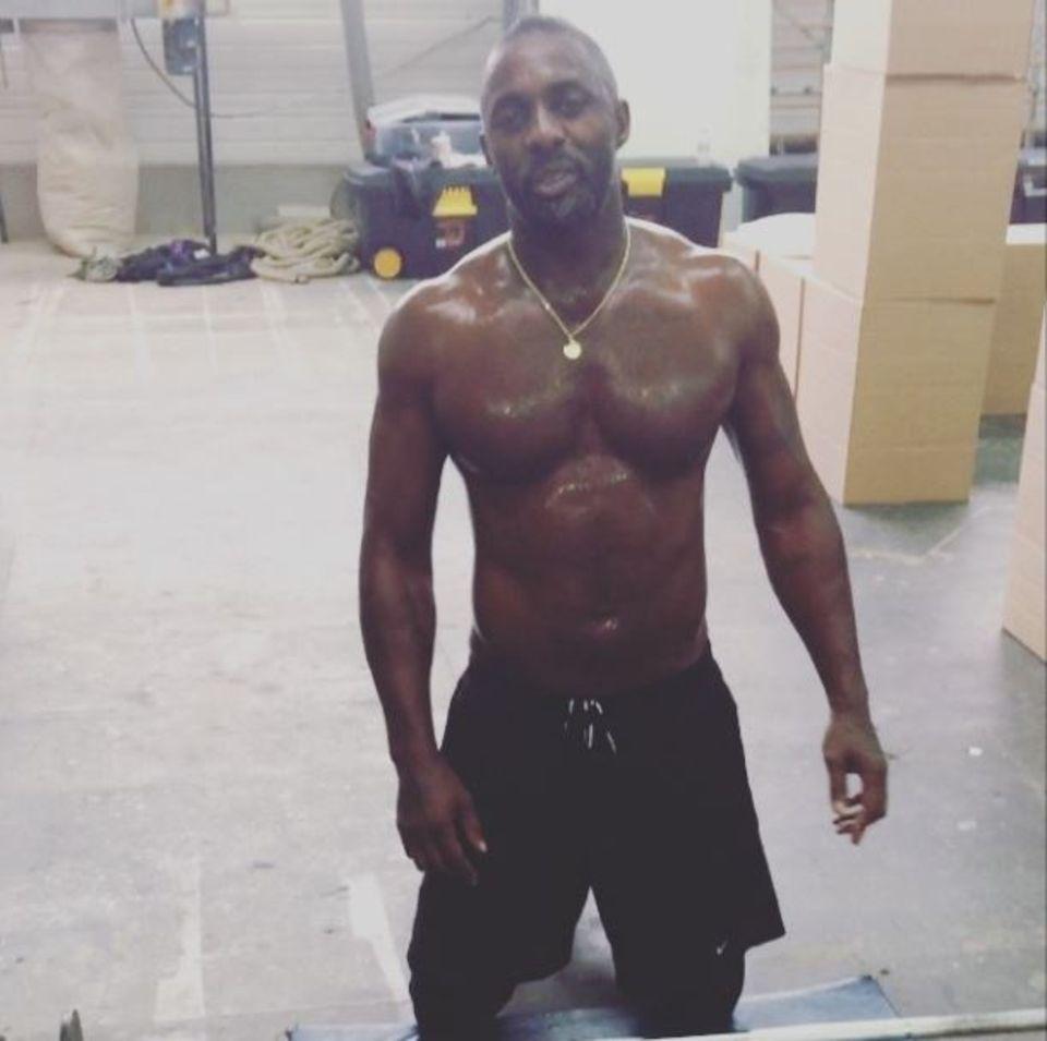 """Idris Elba zeigt auf Instagram ein Video seines Krafttrainings für seinen neuen Film """"Bastille Day""""."""