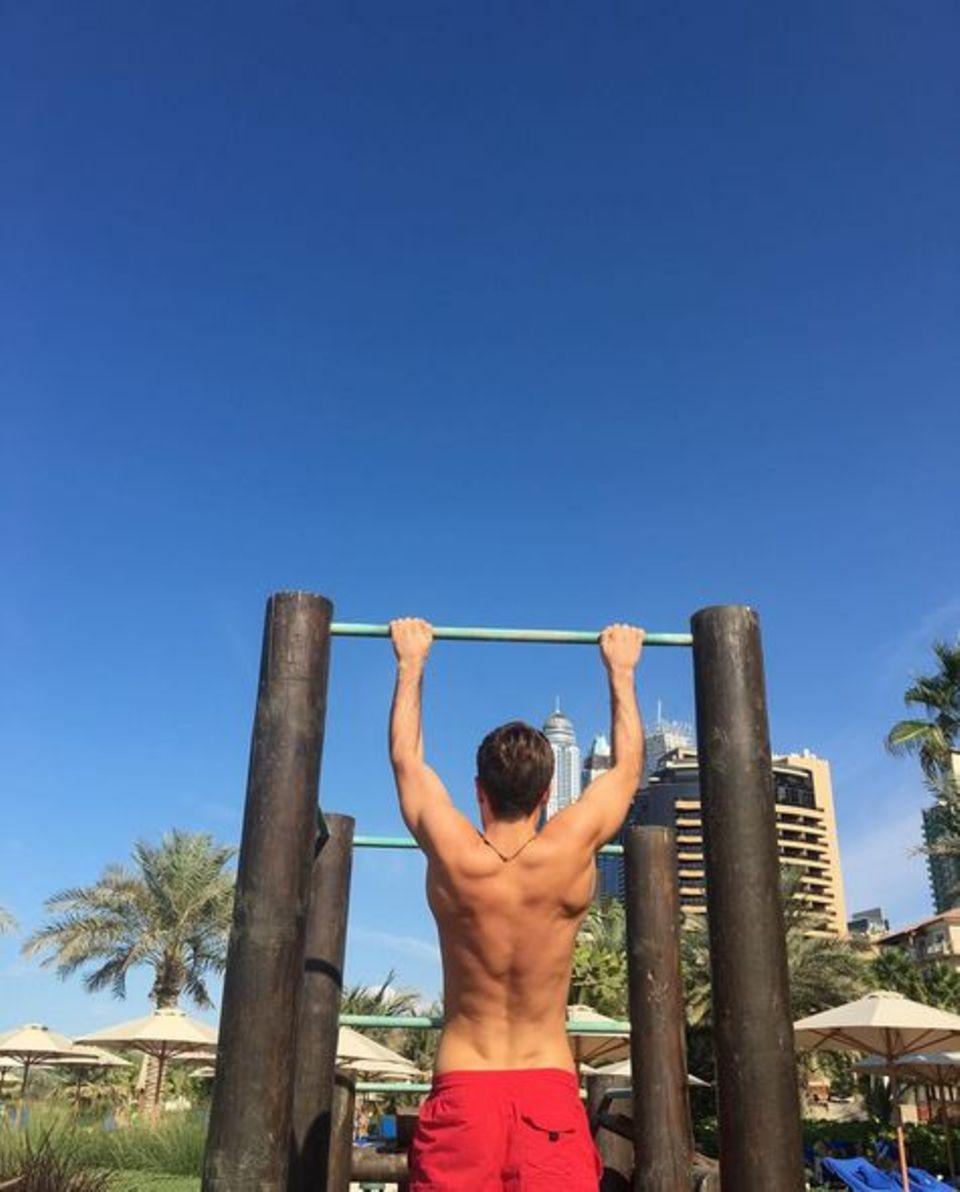 Auch im Urlaub in Dubai hält Mario Götze sich fit.