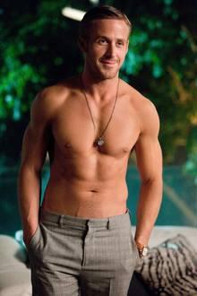 Niemand, aber auch wirklich niemand überzeugt mit Sixpack und ohne Shirt so schnell wie Ryan Gosling. Und als frischgebackener Papa bekommt er noch mal ein paar Schmacht-Punkte extra.