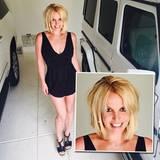 Eigentlich ganz stolz zeigt Britney Spears ihren neuen Haarschnitt auf Instagram. Fragt sich nur, wer ihn geschnitten hat, denn vorzeigbar ist der Stufen-Mopp... äh, Bob mit den heraushängenden Extensions nicht wirklich.
