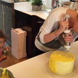 """Auf ihrem Lifestyle-Blog """"Heavenly Days"""" zeigt uns Katherine Heigl zwar, dass sie eine leckere """"Swiss Meringue""""-Buttercremetorte zaubern kann..."""