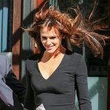 Wem fällt bei diesem wuscheligen Anblick nicht sofort ein berühmter Fimtitel ein? Jennifer Garners Haar wird in New York zum Spielzeug für die Frühlingswinde, die in den Schluchten der Hochhäuser wehen.