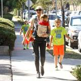 27. September 2015  Gwen Stefani ist mit ihren Kids auf dem Weg zum Sonntagsgottesdienst in Los Angeles.