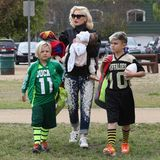 21. Februar 2014  Gwen Stefani bringt ihre jungs zum Footballspiel in Los Angeles. Trotz ihres Fulltime-Jobs sieht sie top gestylt aus.