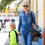 20. April 2013  Ein farbenfrohes Duo: Gwen ist mit ihrem Jüngsten auf dem Weg zum Bowling in Glendale.