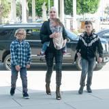 10. April 2016  Alle Sonntage wieder: Gwen Stefani geht mit ihren Jungs in die Kirche.