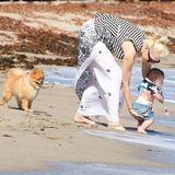 1. September 2014  Die Familie verbringt einen Tag am Strand von Malibu. Der kleine Apollo geht mit Mama Gwen Stefani auf Entdeckungstour.