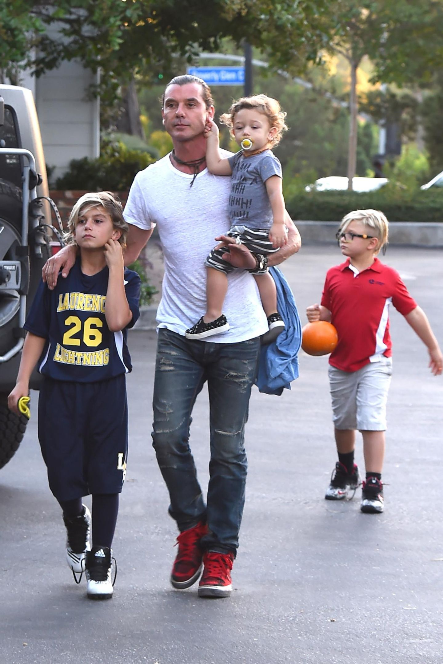 1. Oktober 2015  Männerausflug: Gavin Rossdale ist mit seinen Jungs auf dem Weg zu einem Restaurant in Bel Air.