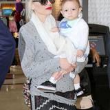 21. Januar 2015  Noch ganz verschlafen lässt sich Apollo von Mama durch den Flughafen von Los Angeles tragen.