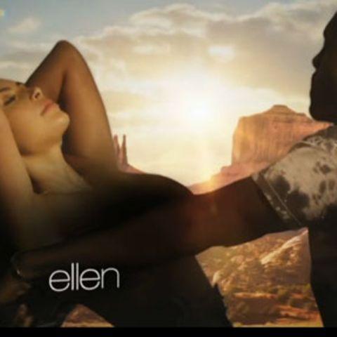 """Ein Screenshot aus dem Musikvideo zu """"Bound 2"""" von Kanye West - Kim Kardashian war so nett, sich mit ihrem Freund vor kitschigen Hintergründen und auf einem Motorrad zu räkeln."""