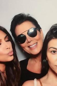 27. März 2016  Die Ladies des Hauses: Kim, Kris, Kourtney und Khloe versammeln sich für ein Familienbild.