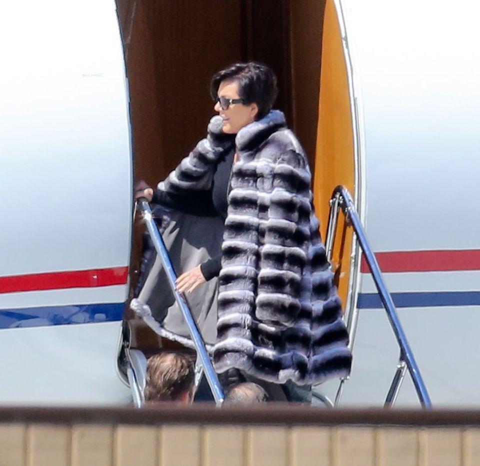 Die gesamte Kardashian-Familie boarded einen Privatjet in Los Angeles - allen voran Familienoberhaupt Kris Jenner.