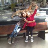 16. April 2013  Stolz twittert Mama Jennifer ein Bild ihrer Zwillinge im Museum.