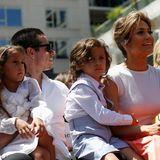 20. Juni 2013  Jennifer Lopez bekommt einen Stern auf dem Walk of Fame. Mit dabei sind ihr Freund Casper und die Zwillinge Emme und Max.