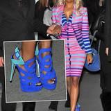 Ein schriller Vogel auf High Heels: Nicki Minaj in den Frühlingsfarben Blau, Türkis und Pink.