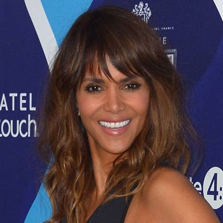 Nackte Halle Berry in Extant ANCENSORED