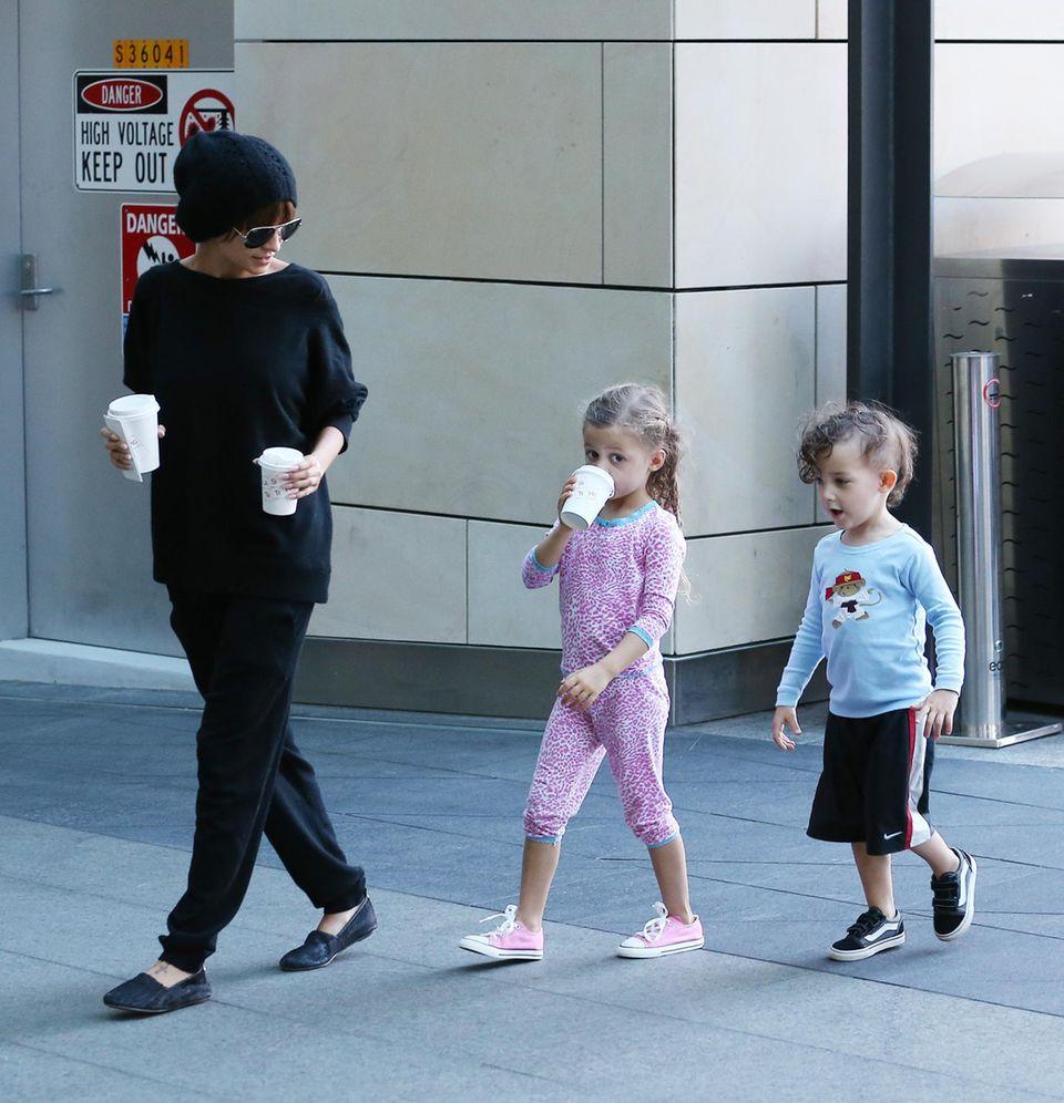"""15. Mai 2013: Während Joel Madden in der Jury von """"The Voice Australia"""" sitzt, verbringt Nicole Richie den Nachmittag mit den Kindern in Sydney."""