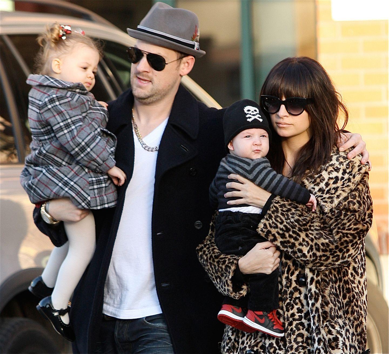25. Dezember 2009: Die ganze Familie ist in Glendale auf dem Weg zu einer Weihnachtsparty.