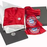 Kaschmir-Sweater mit Logo des FC Bayern, von Bruno Manetti, ca. 290 Euro.