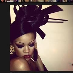 26. Mäarz 2012: Rihanna twittert ein Foto von sich als asiatische Schönheit.