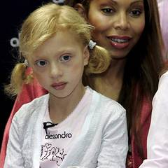 Wie man weiß, war er ihr nicht immer treu: Die kleine Anna ist das Ergebnis seiner Begegnung mit Angela Ermakova und kam am 22.