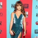 """""""Glee""""-Star Lea Michele hat die toll geschnittenen Midi-Kleider für sich entdeckt: Das blaue Samtkleid von Cushnie et Ochs trägt sie zur Hollywood-Premiere von """"American Horror Story: Freak Show""""."""