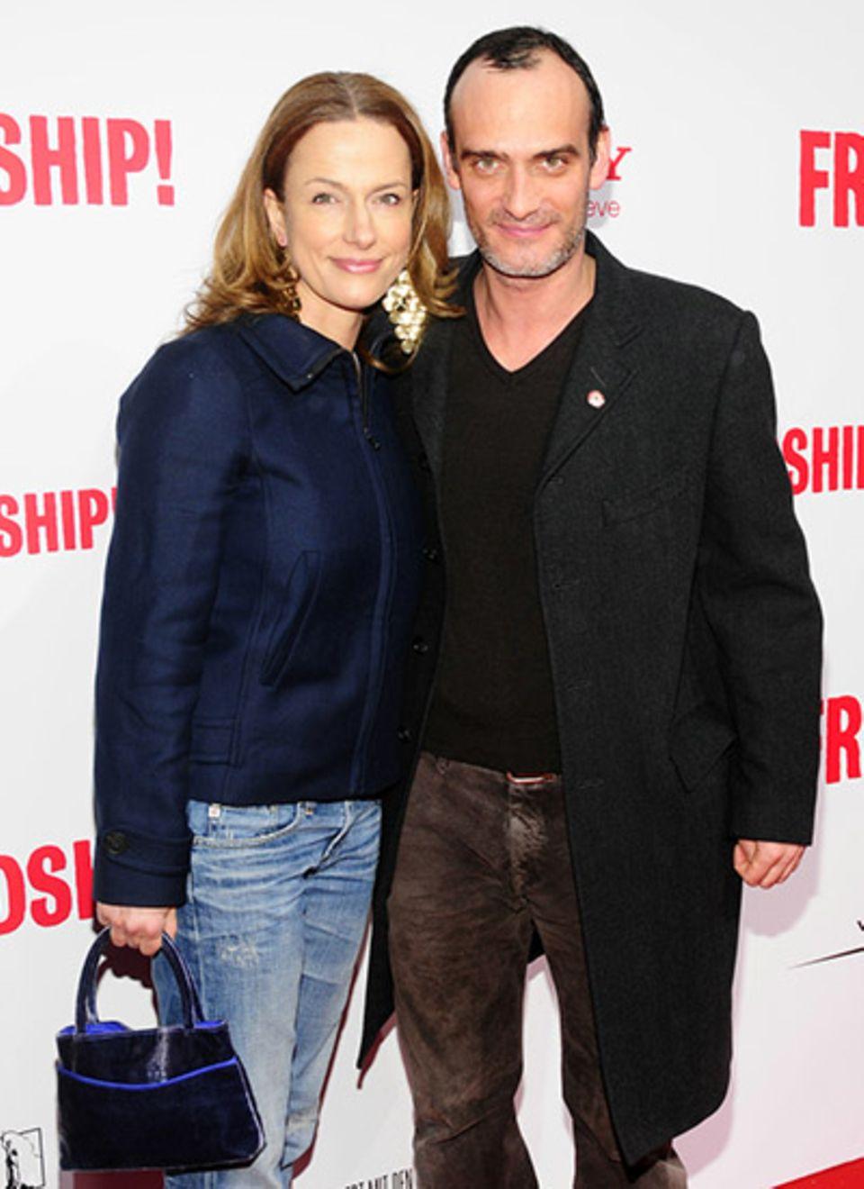 Die beiden Schauspieler Claudia Michelsen und Anatole Taubman haben sich nicht vom kalten Wetter abschrecken lassen.