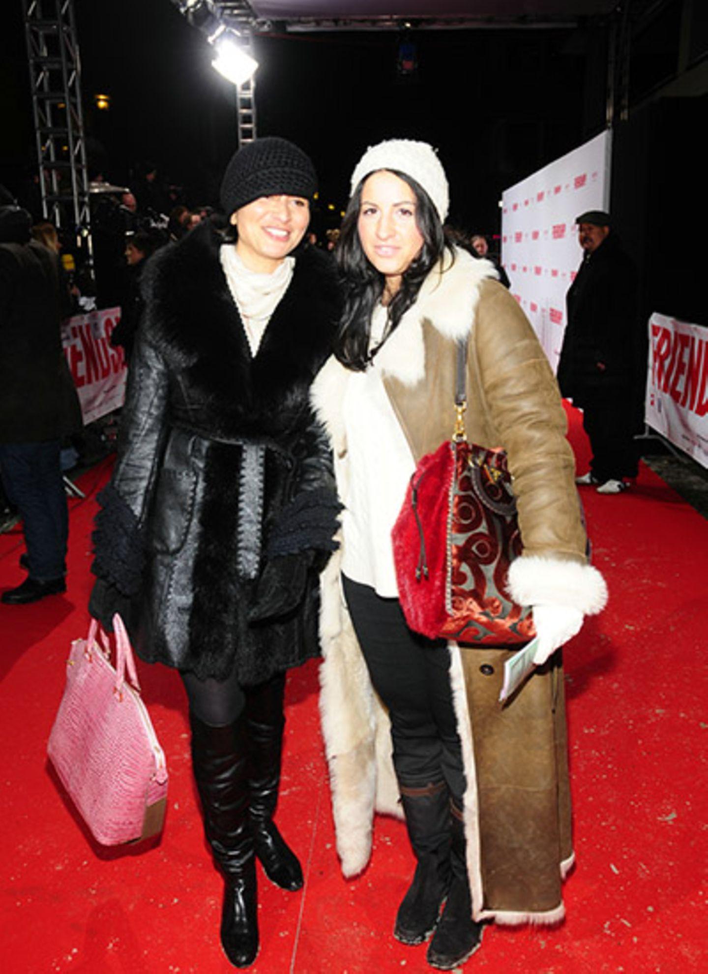Regisseurin Mira Thiel und Minu Barati-Fischer sind gut gewappnet gegen den Berliner Winter.