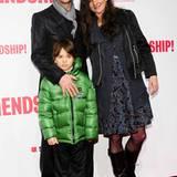 Der Regisseur Markus Gollar bringt seine Frau Katja von Garnier und seinen Sohn Merlin mit zu der Party.