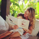 Gisele Bundchen schmökert mit Sohn Benjamin in einem Kinderbuch.