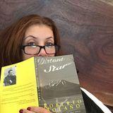 """Kate Walsh ist glücklich mit ihrem Sonntags-Buch namens """"Distant Star""""."""